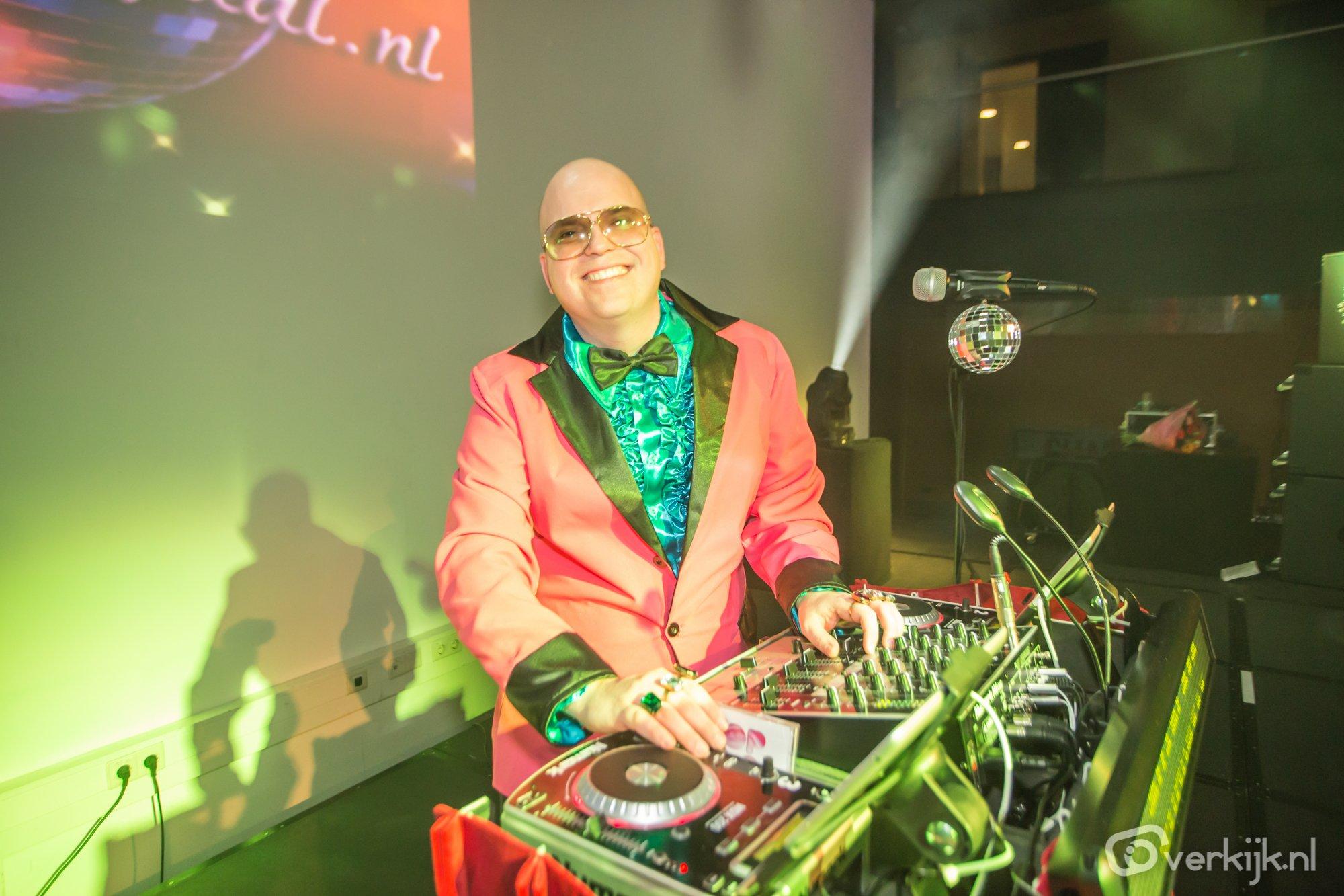 Partyjock DJ Dimitri Visch (Lex Hilarisch)  in actie