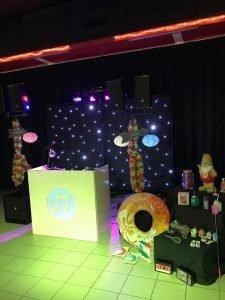Bingo Royaal prijzenoverzicht DJ voor Rotterdam en omstreken. Disco DJ 70's, 80's, foute hits en een (inter) actieve DJ. Altijd feest bij DiscoRoyaal.nl partyjock Dimitri Visch DJ Rotterdam Disco Royaal DiscoRoyaal