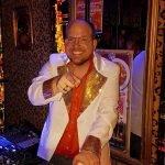 Koningsdag DJ DJ voor Rotterdam en omstreken. Disco DJ 70's, 80's, foute hits en een (inter) actieve DJ. Altijd feest bij DiscoRoyaal.nl partyjock Dimitri Visch DJ Rotterdam Disco Royaal DiscoRoyaal